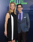 LOS ANGELES - JUL 17:  Lisa Kudrow & Dan Bucatinsky arrives to the CBS-CW-Showtime Summer TCA Press