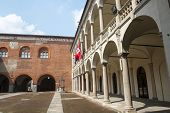 Novara, Broletto