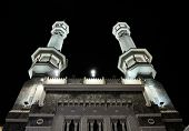 MECCA - JULY 21 : Kaaba minaret on night July 21, 2012 in Mecca, Saudi Arabia.  Kaaba in Mecca is th