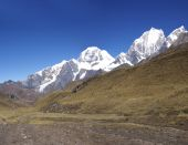 Yerupajá, Carnicero, Siula montaña en las alturas de los Andes
