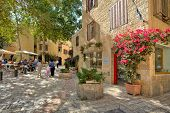 JERUSALEM - AUGUST 21: Narrow cobbled streets of Jewish Quarter with bars, restaurants and shops - p