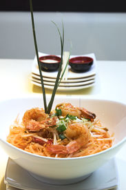 pic of thai food  - thai dish of shrimp pad thai - JPG
