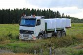 Flatbed Volvo FH12 Transports Silage Bales
