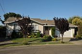 foto of short-story  - Single family house with one story and a short driveway - JPG