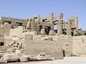 Sonnige Landschaft um Precinct des Amun-re