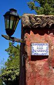 Lámpara de calle y placa en la Calle De Los Suspiros Uruguay