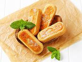 lady's fingers with jam and almonds