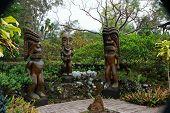 Tiki-Holzschnitzerei