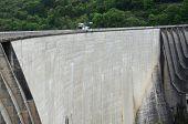 Contra Dam en Valle Verzasca, Suiza