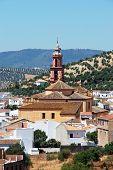 Iglesia y pueblo, Algodonales, España.