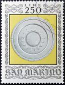 selo imprimido em San Marino dedicado para armas antigas do Museu Cesta mostra escudo Sforza