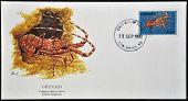 Um cartão-postal imprimido em Grenada mostra longarm lagosta justitia longimana