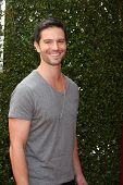 LOS ANGELES - APR 13:  Jason Behr at the John Varvatos 11th Annual Stuart House Benefit at  John Var