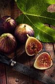 figs and knife