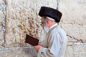 JERUSALEM,ISRAEL-APRIL 27:Unidentified jewish praying at the western wall on a jewish holiday on Apr