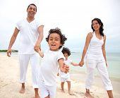 Постер, плакат: Счастливая семья на каникулы