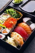 sushi e rolos