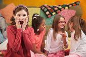 Kleines Mädchen bei Sleepover schockiert