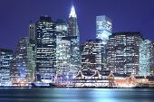 Manhattan Skyline in de nacht lichten, Nyc