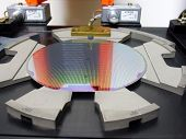 image of transistor  - The image of the Silicone wafer in a tray - JPG