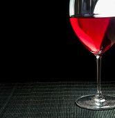 Copo de vinho com vinho tinto