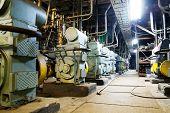 Tona instalações de vácuo - consistem principalmente de válvulas e bomba de apoio.