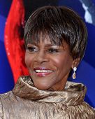 Los Angeles - AUG 16:  Cicely Tyson arrives at the