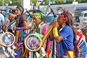 Native American Indian Stammes-Gruppe Musizieren
