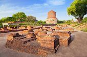 Dhamekh Stupa ruinas