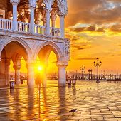 pic of piazza  - Sunrise in Venice - JPG