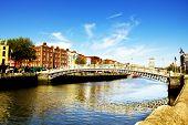 Ha'penny Bridge, Liffey river, Dublin city center.