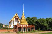 stupa and temple at Wat Chang Thong