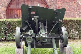image of cannon  - Second world war cannon - JPG