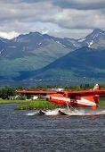 Alasca hidroaviões na capa do Lago