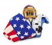 Terno protetor bandeira e futebol americano.