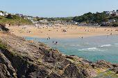 Disfruten de las multitudes la ola de calor de julio en Polzeath Cornwall