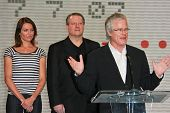 Cameron Diaz with Al Gore and Kevin Wall at a press conference to Announce the Global Climate Crisis
