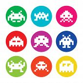 Rero invaders, 8bit aliens round icons set