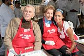 LOS ANGELES - NOVEMBER 22: Kirk Douglas with Anne Douglas and Minnie Driver at The Los Angeles Mission Thanksgiving Meal for the Homeless  November 22, 2006 in Los Angeles Mission, Los Angeles, CA.