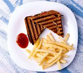 Grilled club sandwich with sauce