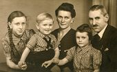 GERMANY, CIRCA THIRTIES - Vintage photo of parents and three children