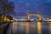 London, Tower Bridge (blue Hour)