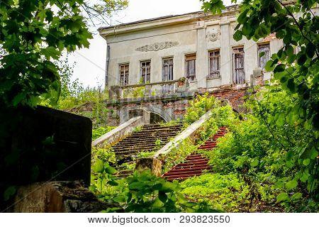Old Manor Pushchino On Oka