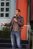 LOS ANGELES - JAN 26:  Chris Tucker performs at the Michael Jackson Immortalized  Handprint and Foot