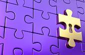 Última pieza de oro de puzzle metálico con cerradura