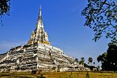 Chedi Golden Mount And Lawn