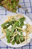 Spaghetti with sugar snap peas and mozzarella