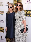 LOS ANGELES - JAN 16:  Meryl Streep & Julia Roberts arrives to the Critics' Choice Movie Awards 2014