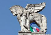 pic of winged-horse  - Stone facade of the Milan - JPG