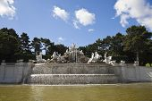 picture of schoenbrunn  - the fountain in the schonbrunn palace - JPG